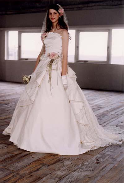001サイドレースのドレス